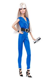Looking for the Red Carpet Barbie – Blue Jumpsuit? Immerse yourself in Barbie history by visiting the official Barbie Signature Gallery today! Red Fashion, Look Fashion, Fashion Dresses, Barbie Basics, Barbie Dress, Barbie Doll, Mattel Dolls, Barbie Clothes, Doll Toys