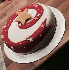 Red swirl star Xmas cake