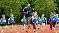 La storia della St. Ninians. Gli studenti al segnale devono correre (o camminare) per 1600 metri. Con vantaggi su concentrazione, umore e fisico. E altri istituti sono pronti a seguire l'esempio