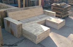 Al toe aan de zomer? Deze loungebank voor in de tuin brengt je in zomersferen. #tuinbank #loungebank #zomer #sloophout #steigerhout