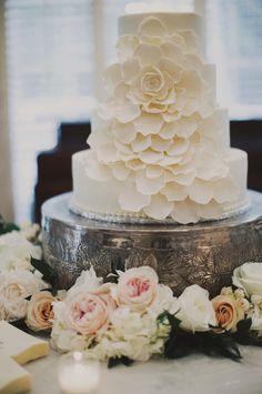 Beautiful wedding cake: Classic Nashville Wedding: http://www.stylemepretty.com/2013/11/04/nashville-wedding-from-ariel-renae/   Photography: Ariel Renae - http://www.arielrenaephoto.com/