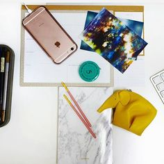 Current messy desk situation #thefifthcollection #vintage #shopping #fashion #apple #loewe #startups #desk #worklife #pocky