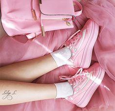 Купить Кроссовки женские  кеды женские спортивные случайные платформа женская обувь кроссовки harajuku кибер корейский стиль моды кроссовки толстый каблук симпатичные kawaii tumblrи другие товары категории Туфли и тапки обуви брендовв магазине MAGMA STOREнаAliExpress. тапки мужчин и бахилы для пяток