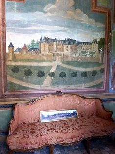 The essence of frenchness: Promenade à Gizeux. Galerie de Gizeux, XVII°s. French Sofa, Chinoiserie Wallpaper, Entry Hallway, Old Wall, Abandoned Mansions, Decoration, Interior And Exterior, Painted Furniture, House Design