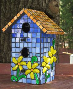 Mosaic birdhouse ... love the flowers!
