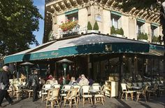 Sure, it's touristy and overpriced. But what a location and history! - Paris Tourist Office - David Lefranc