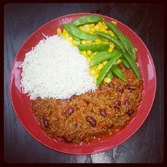 Home cooked, dinner, white basmati rice with sugar snap peas, sweetcorn and chilli con carne! !Delicioso!