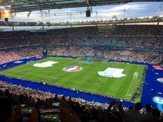 Football, jak większość kobiet oglądam tylko, gdy grają nasi i tylko podczas wielkich wydarzeń sportowych typu mistrzostwa Europy, czy świata, czy czasami podczas letnich olimpiad. Na szczęście wi…