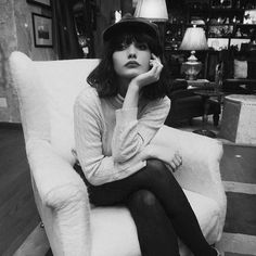 taylorlashae (taylor lashae) on Instagram Very Pretty Girl, Alice Cullen, Girl With Hat, How To Look Better, Taylor Lashae, Short People, Style Parisienne, Short Bangs, Let Your Hair Down