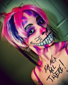 Stand out from the crowd this Halloween with these unique Halloween makeup ideas. They're not the same old Halloween makeup and are easy to do. Cheshire Cat Makeup, Cheshire Cat Halloween, Cat Halloween Makeup, Cheshire Cat Costume, Disney Halloween Costumes, Halloween Looks, Halloween 2015, Halloween Cosplay, Halloween Ideas