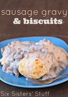 Easy homemade Sausage Gravy and Biscuits from SixSistersStuff.com (plus an awesome ShirleyJ giveaway!) #breakfast