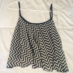 Chevron Print Crop Top In perfect condition, size large but fits as a medium Tilly's Tops Crop Tops