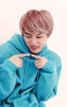 Jin just naturally cute wtf Seokjin, Namjoon, Jungkook Jeon, Bts Bangtan Boy, Hoseok, Foto Bts, Wattpad, Kpop Love, Taehyung