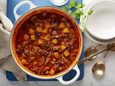 I had a dream I put squash in my chili. Apparently that's not so strange afterall! Butternut Squash and Turkey Chili Recipe Food Network Recipes, Cooking Recipes, Healthy Recipes, Cooking 101, Cooking Light, Healthy Dinners, Healthy Foods, Yummy Recipes, Korma