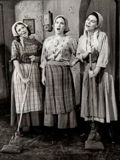 Better Midler (center) in Fiddler on the Roof Alexander Mcqueen Savage Beauty, Island Tattoo, Fiddler On The Roof, Bette Midler, The Great White, Hooray For Hollywood, Romance Movies, Hello Dolly, Character Development