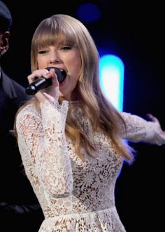 Taylor Swift co-hosting the #GRAMMYNoms Concert with LL Cool J on Dec. 5th in Nashville. The 55th GRAMMY Awards airs 2/10/13 on CBS! #TheWorldIsListening