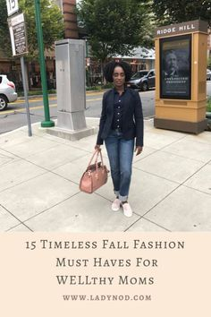 Fall reminds me to let go of the summer feels and dive into my closet for 15 timeless Fall fashion must haves for WELLthy Moms like myself. Mom Style Fall, Spring Fashion, Winter Fashion, Wife Mom Boss, Turtleneck T Shirt, Effortless Chic, Basic Outfits, Casual Chic Style, African Fashion