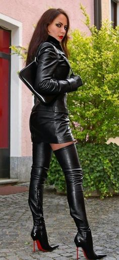Dominatrix Style black Leather Outfit and hot high Heels High Leather Boots, Black Leather Skirts, Leather And Lace, High Heel Boots, Heeled Boots, Leather Pants, Tall Boots, Outfits Leggins, Sexy Outfits