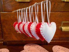Ornament Wedding Favors, Christmas Wedding Favors, Handmade Wedding Favours, Valentine Tree, Valentines For Kids, Valentine Crafts, Valentine Ideas, Holiday Crafts, Handmade Felt