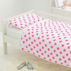 Muslin Toddler Bedding Pink Stars - we love this chic, super-soft muslin bedding for a toddler girls room!