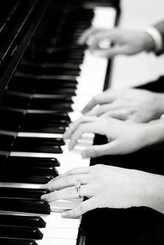 Piano engagement shot If he plays piano too. Piano Wedding, Wedding Music, Wedding Men, Dream Wedding, Wedding Ideas, Engagement Shots, Engagement Pictures, Wedding Pictures, Music Express