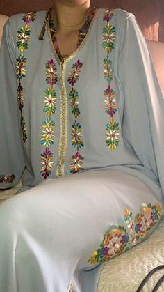 Fancy Dress Design, Stylish Blouse Design, Pakistani Dress Design, Pakistani Outfits, Embroidery Fashion, Embroidery Dress, Abaya Fashion, Fashion Outfits, Womens Fashion