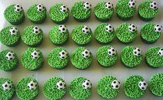 """Olá pessoal!!     Muitas leitoras me pediram ideias para fazer a festa do filho com o nosso querido tema """"Futebol""""! Então cá estou eu para ..."""