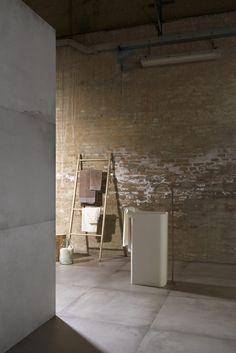 Pavimento de gres porcelánico efecto concreto WATERFRONT by Cooperativa Ceramica d'Imola S.c. Bathrooms, Furniture, Home Decor, Ideas, Porcelain Tiles, Cement, Country Houses, Flooring, Home