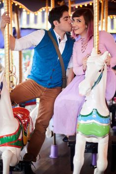 Rapunzel and Flynn (Tangled) Sarah and Leo from Thingamavlogs Disney Bound Outfits, Disney Inspired Outfits, Themed Outfits, Disney Style, Disney Couples, Cute Disney, Cute Couples, Disney Trips, Disney Parks