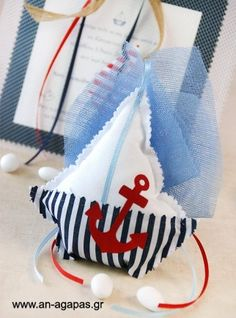Μπομπονιέρα βάπτισης καραβάκι φουσκωτό ριγέ μπλε | an-agapas.gr