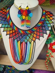 INSPIRATION WIXARIKA (HUICHOL) Beaded jewelry made of beads is an important element of the Huichol clothing, the women and men use, especially certain necklaces, earrings and bracelets. Huichol Art and crafts are world renowned. Creating trends that are shaping the artwork along with the tradition. African Beads Necklace, African Jewelry, Loom Beading, Beading Patterns, Jewelry For Her, Jewelry Making, Seed Bead Art, Necklace Drawing, Beaded Jewelry