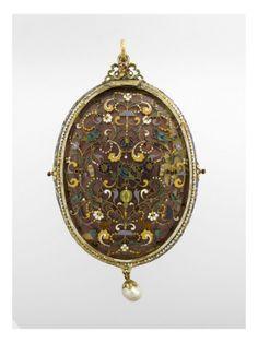 Revers de miroir composé d'une plaque d'émaux  - Musée national de la Renaissance (Ecouen)
