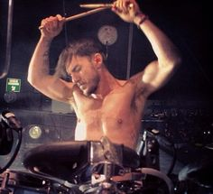 Shannon Leto is such an amazing technically talented drummer. Love his work