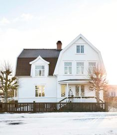〚 This Scandinavian cottage is ideal holiday home for warm Christmas 〛 ◾ Photos ◾Ideas◾ Design Scandinavian Cottage, This Old House, Modern Farmhouse Design, Interior Exterior, Interior Modern, Interior Design, White Houses, House Goals, Old Houses