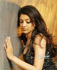 Kajal Agarwal in doggy position Beautiful Girl Indian, Beautiful Indian Actress, Beautiful Actresses, Gorgeous Women, Oscars Red Carpet Dresses, Dating Girls, Cinema Actress, Beautiful Bollywood Actress, Indian Beauty Saree