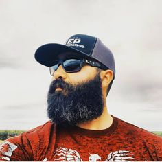great style and nice length. Looking bad ass with the sunglasses and hat! Beard all star approved ⭐️ keep on growing gentlemen 🦁 DM your photos if you what to get featured. Beard Boy, Beard Game, Epic Beard, Beard Model, Awesome Beards, Beard Styles, Bearded Men, All Star, Your Photos