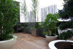 Une terrasse de 30m2 avec de multiples espaces (la photo) - Aménager une grande terrasse : 7 solutions possibles - CôtéMaison.fr