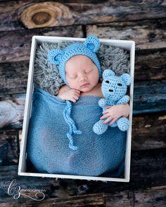 baby teddy bear newborn with teddy bear hat a bear - newborn with teddy bear hat a bear - Newborn Baby Photos, Baby Boy Photos, Newborn Shoot, Newborn Pictures, Baby Boy Newborn, Baby Pictures, Baby Boys, Cute Babies Photography, Newborn Photography Poses
