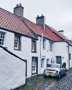 The cars & cottages of Culross  Have you got a favourite frozen-in-time village in Scotland? I think Fife does them particularly well  #storiesfromscotland See more from Scotland at http://laretour.com