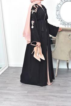 Arab Fashion, Islamic Fashion, Muslim Fashion, Girl Fashion, Fashion Outfits, Mode Abaya, Mode Hijab, Fancy Dress Design, Modesty Fashion