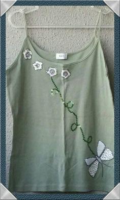 Blusa de malha com aplicações de tecido e bordada