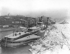 """The end of the """"City of Cincinnati"""" in ice in 1918 Great Lakes Ships, Steam Boats, The Buckeye State, Ferry Boat, Paddle Boat, Ohio River, Winter Art, Historical Pictures, Model Ships"""