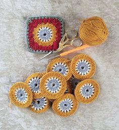 Happy Sunday everyone!!! 🌸herkese iyi pazarlar🌸#crohet #croché #instacrochet #isoäidinneliö #instadaily #loveandpeace #makeitsewcial #kirlent #scarf #style #yarnlove #örgümüseviyorum #uncinetto