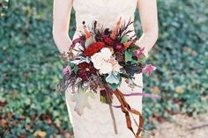 Continuing our obsession with fall weddings, today we're inspiring autumn brides with 25 gorgeous fall bouquets and top tips for choosing yours.