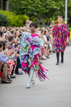 38 Standout Looks From SCAD's 2017 Fashion Show - Fashionista Sweet Style, Cool Style, Fabric Manipulation Fashion, Fashion 2017, Fashion Show, Holographic Fabric, A Level Textiles, Pink Outfits, Dance Costumes
