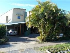 Book this holiday townhome in North Coast: HomeAway ID 405081319 2 bedroom modern townhouse, walking distance to beach. Relax in ultimate comfort in this stylishly decorated property 2 minutes walk to Woolgoolga's main beach. Tasteful furnishings, open plan living/ kitchen with quality fittings and fixtures, dishwasher, large fridge/ freezer, separate dining, tv & dvd, high ceilings with fan in living area. Dining/ specialty shops & grocery...