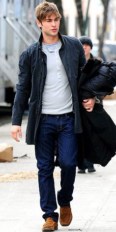 Chace Crawford, one of Gossip Girls main characters, layers his look.