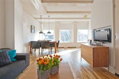 Prinsengracht apartment II is located right at the centre of the picturesque Canal belt in the heart of Amsterdam's most sought after location for visitors. This stylish and airy apartment is a really beautiful base from which to explore all that the city has to offer.