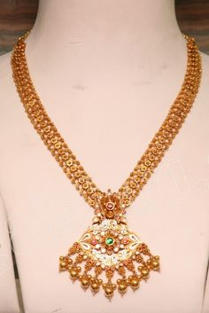 check out grt jewels beautiful antique necklace sets,temple jewellery,bridal jewellery studded with gemstones,kundans . Gold Temple Jewellery, Real Gold Jewelry, Gold Jewelry Simple, Gold Jewellery Design, Diamond Jewellery, Indian Wedding Jewelry, Indian Jewelry, Bridal Jewelry, Indian Bridal