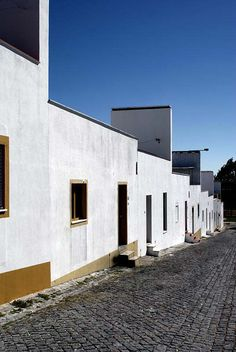 Quinta da Malagueira in the outskirts of Évora, South of Portugal, is Álvaro Siza's third experience in the construction of social housing programs after São Victor and Bouça in his hometown Oporto. After Portugal dictatorship was put to an end on 25 April 1974, one of the first priorities of...